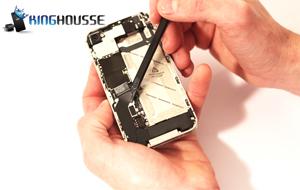 Remplacement écran iPhone 4S complet étape 11.